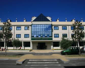 Hotel Parisi - Nichelino - Gebouw