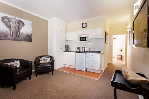 Best Western Cape Suites Hotel - Cape Town - Kitchen