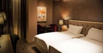Mondial Hotel - Tirana - Schlafzimmer