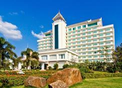 チャンパサク グランド ホテル - パークセー - 建物