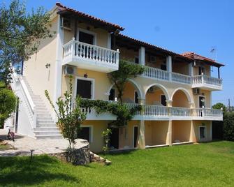 Studios Petra - Tragaki - Building