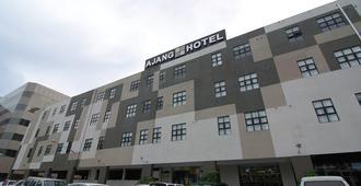 アジャ ホテル - ミリ