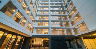 Hotel Amber Sukhumvit 85 - Bangkok - Building