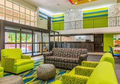 Quality Inn Northeast - Atlanta - Lobby