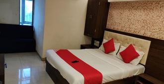 Hotel Sarah Inn - Mumbai - Bedroom