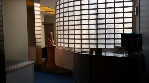 Hotel Lucania - Milan - Front desk