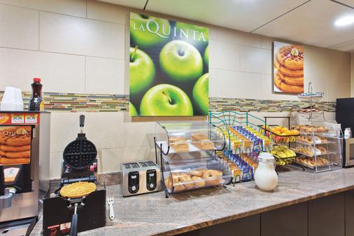 La Quinta Inn & Suites by Wyndham Columbus - Grove City - Grove City - Buffet