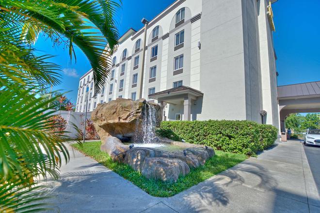 Best Western Airport Inn & Suites - Orlando - Edifício