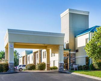 Quality Inn - Clarksville - Building
