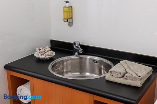 Picton Beachcomber Inn - Picton - Bathroom