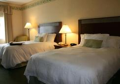 Hampton Inn Colchester - Colchester - Bedroom