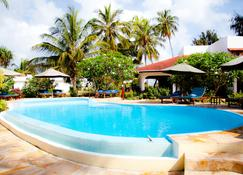 Flame Tree Cottages - Nungwi - Pool
