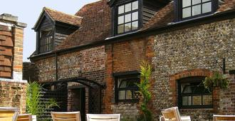 George and Dragon Inn - Chichester - Building