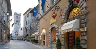 Dei Priori - Assisi - Dış görünüm