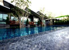 家庭之家禪精品渡假村 - 拜城 - 拜縣 - 游泳池
