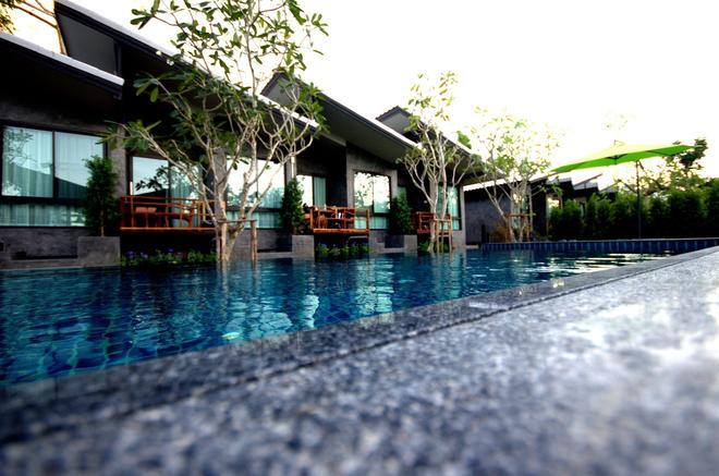 Family House Zen Boutique Resort - Pai - Piscina