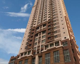 Lancaster Hotel Manila - Mandaluyong - Building