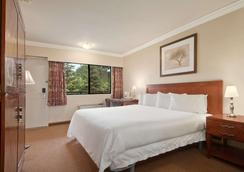 Travelodge by Wyndham Vancouver Lions Gate - North Vancouver - Bedroom