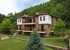 Αρχοντικό Εμμανουηλίδη - Λουτράκι - Κτίριο