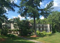 The Inn at Houndslake - Aiken - Building