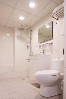 Moon Lake Hotel - Taichung - Bathroom