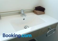 16 Northgate Motor Lodge - New Plymouth - Bathroom
