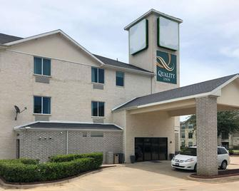Quality Inn & Suites Roanoke - Fort Worth North - Roanoke - Building