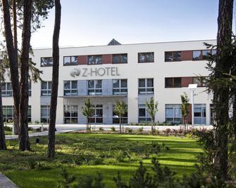 Z-Hotel - Otwock - Edificio
