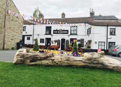 The Fox & Hounds Inn - Leyburn - Building