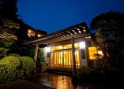 Okamotoya Ryokan - Beppu - Building