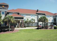 La Quinta Inn & Suites by Wyndham Baton Rouge Denham Springs - Baton Rouge - Rakennus