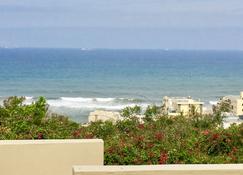 Beachbreak Cottages - Umhlanga - Building