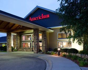 AmericInn by Wyndham Shakopee Near Canterbury Park - Shakopee - Edificio