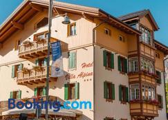 Hotel Villa Alpina - Cortina d'Ampezzo - Building