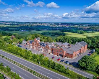 The Hog's Back Hotel & Spa Farnham - Farnham - Buiten zicht