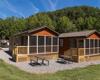 Fort Tatham Rv Resort - Sylva - Building