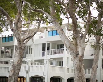 Peppers Beach Club & Spa Palm Cove - Palm Cove - Building