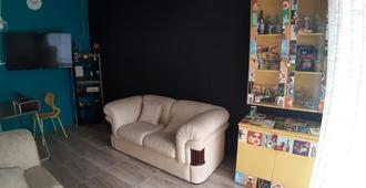 Casa Da Maga Hostel E Pousada - Blumenau - Living room