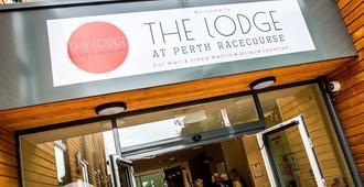 The Lodge At Perth Racecourse - Perth - Building