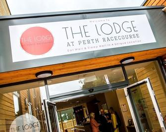 The Lodge At Perth Racecourse - Perth - Building