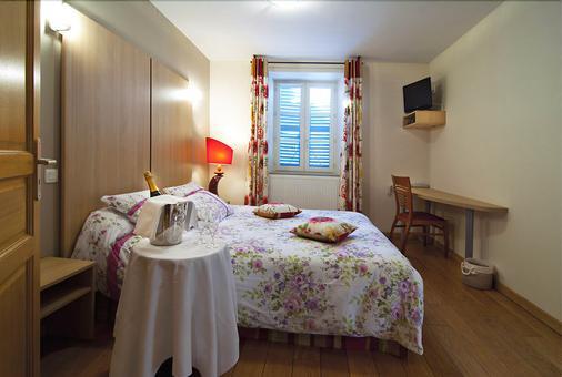 Hôtel Restaurant Les Sires de Semur - Sail-sous-Couzan - Bedroom