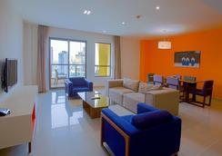 Ramada Hotel & Suites By Wyndham Dubai Jbr - Dubai - Lounge