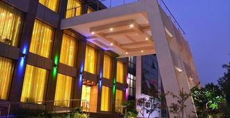 Club Emerald - Mumbai - Building