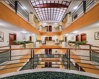 ホテル ドゥーブロヴニク - ザグレブ - ロビー