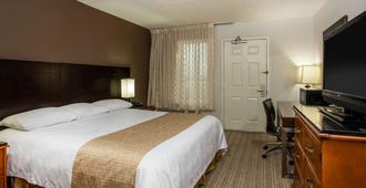 Travelodge by Wyndham Fort Wayne North - Fort Wayne - Bedroom
