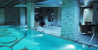 Royal Hotel & Spa - Pristina - Piscina