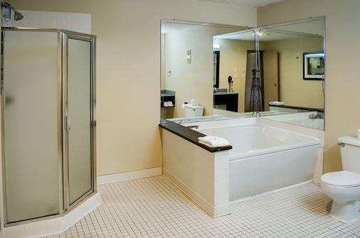 Quality Inn & Suites at Airport Blvd I-65 - Mobile - Bathroom