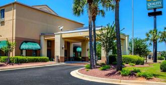 Quality Inn & Suites at Airport Blvd I-65 - Mobile