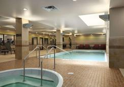 Embassy Suites by Hilton St. Louis Downtown - St. Louis - Πισίνα