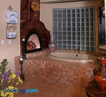 Adobe Grand Villas - Sedona - Bathroom